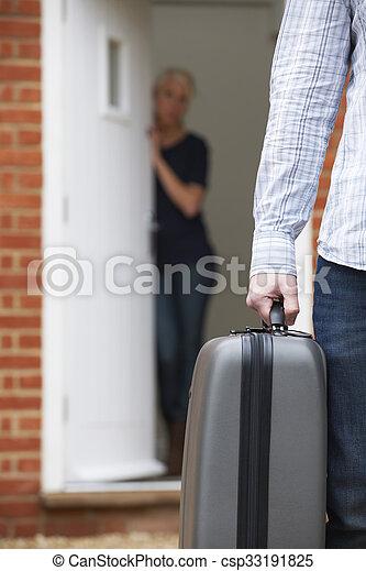 人, スーツケース, 去ること, パックされた, 妻 - csp33191825