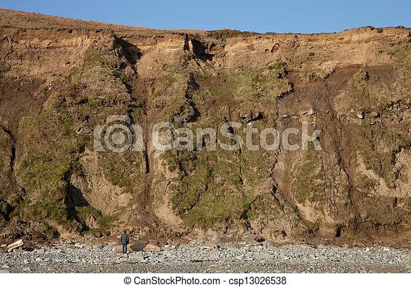 人, mudslide., 下に - csp13026538