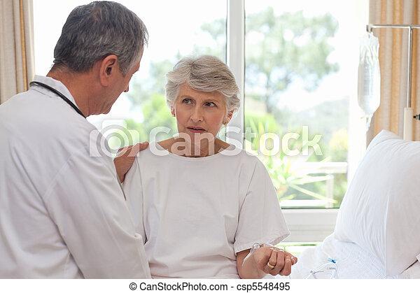他的, 病人, 成熟醫生 - csp5548495