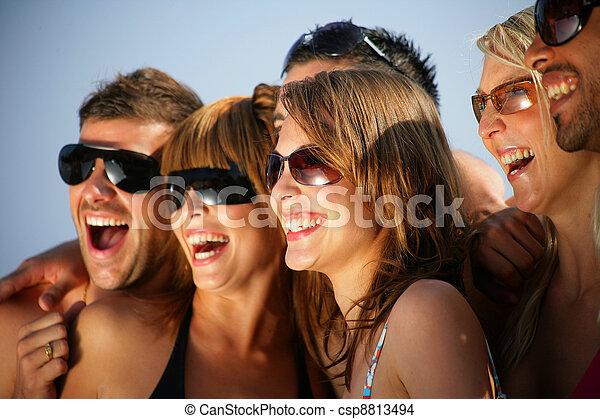 休日, 若い人々, 幸せ, グループ - csp8813494