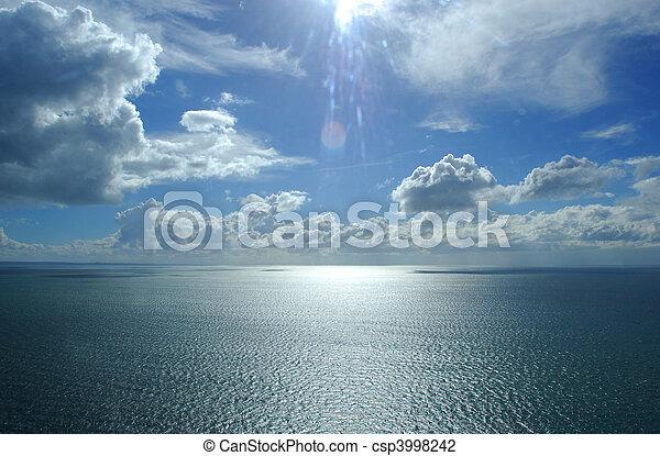 体, (ocean/sea), 写真, 雲, 上に, 空, 水, 美しい, ヘリコプター, 航空写真 - csp3998242