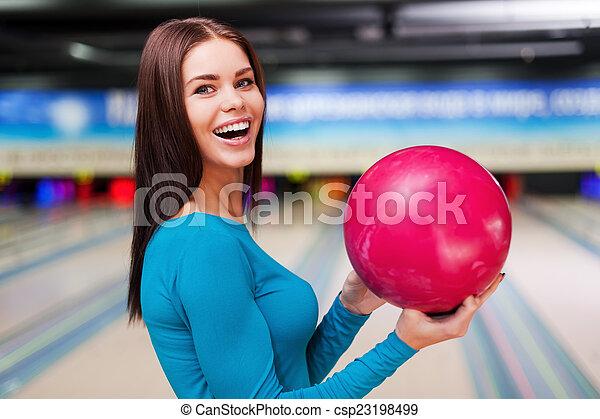 保有物の 球, に対して, 細道, ball., 私, 若い女性たち, ボウリング, 地位, 幸運, 美しい, 間 - csp23198499