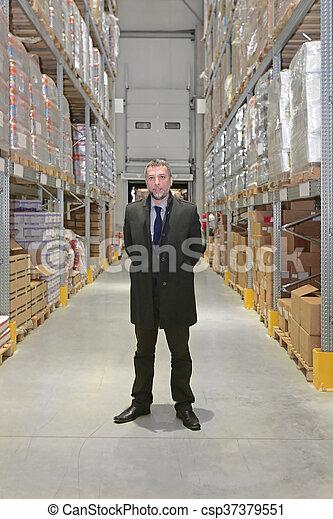 倉庫, ビジネスマン - csp37379551