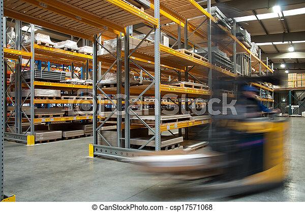 倉庫, フォークリフト, によって, 運転 - csp17571068