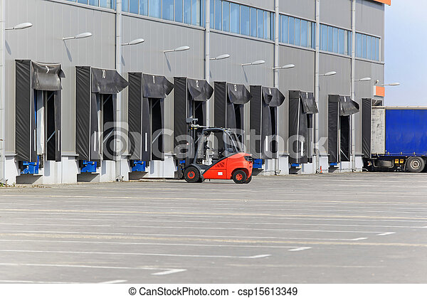 倉庫, フォークリフト - csp15613349