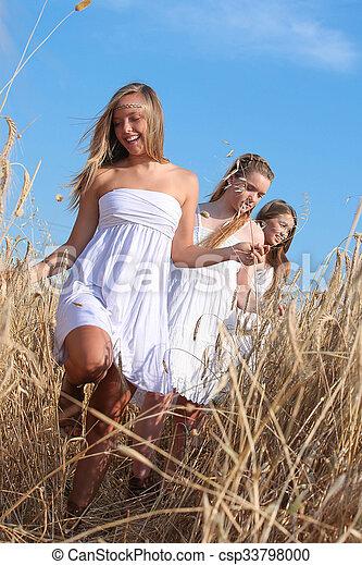 健康, 十代の若者たち, 幸せ - csp33798000