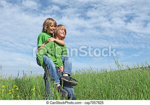 健康, 幸せ, 子供, 遊び, 屋外で - csp7057825