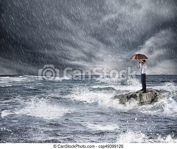 傘, 保護, 嵐, 保険, sea., 概念, の間, ビジネスマン - csp49399126