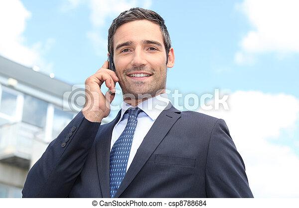 充满信心, 在外面, 站, 推销员 - csp8788684