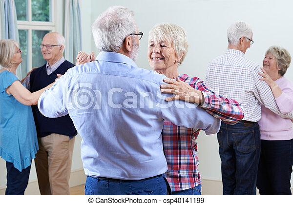 先輩, グループ, ダンス, クラブ, 一緒に, 楽しむ - csp40141199