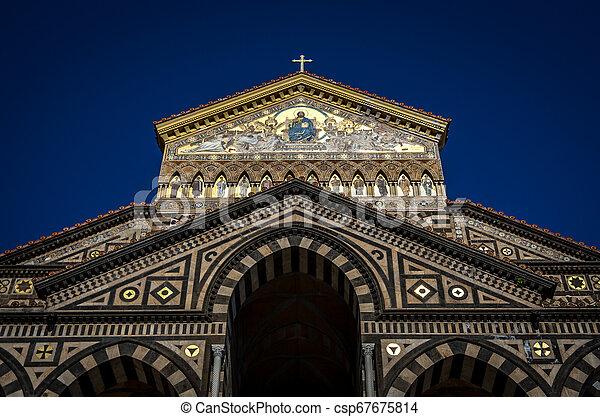 入口, イタリア, 広場, 使徒, amalfi, 熱心, アンドリュー, del, 聖者, duomo, 前部, 大聖堂 - csp67675814