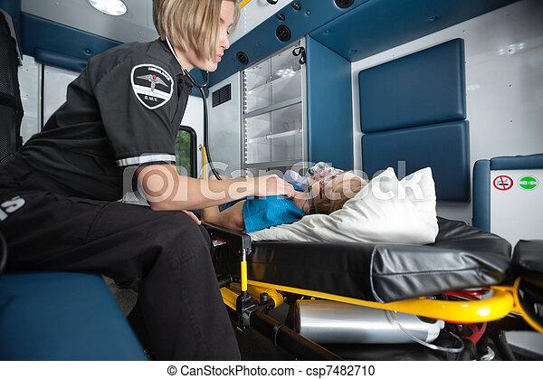 內部, 高級婦女, 救護車 - csp7482710