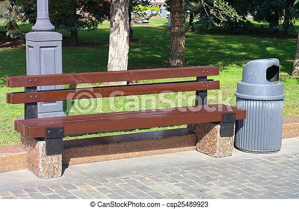 公園のベンチ - csp25489923