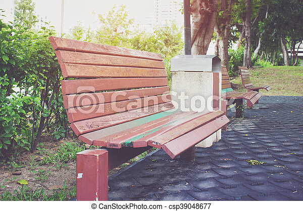 公園のベンチ - csp39048677
