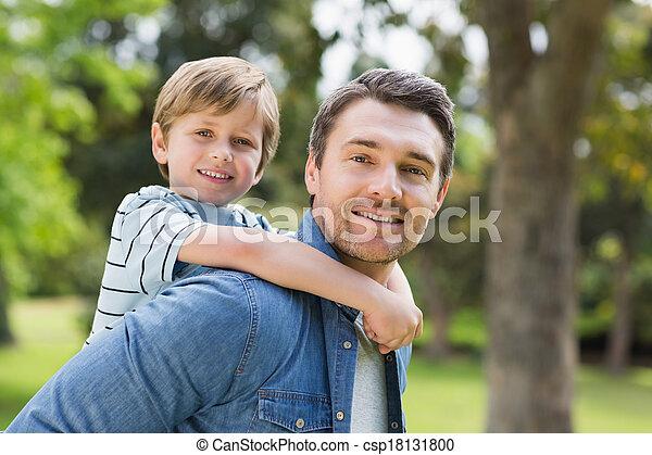 公園, 届く, 父, 背中, 男の子, 若い - csp18131800