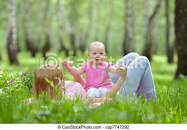 公園, 春, シラカバ, 娘, 母 - csp7747292