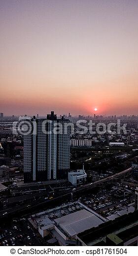 写真, 高い 角度, 風景, 光景, 航空写真, 日没, 都市 - csp81761504