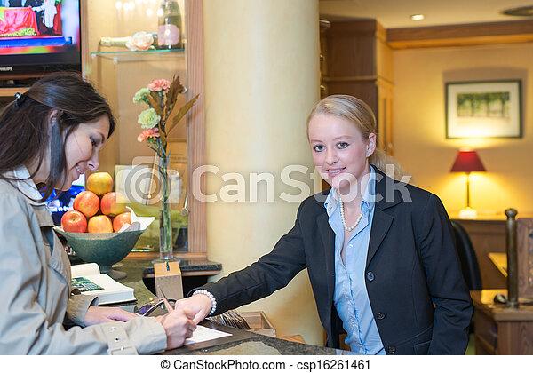助力, 点検, ホテルの ゲスト, 受付係 - csp16261461