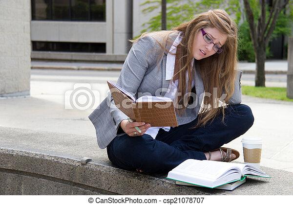 勉強, キャンパス, 学生, 強調された - csp21078707