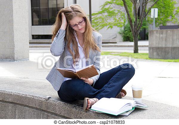 勉強, 失望させられた, キャンパス, 学生 - csp21078833