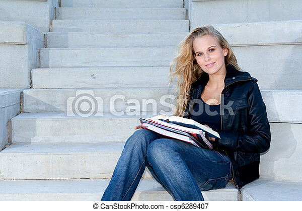勉強, 幸せ, キャンパス, 学生, 屋外で - csp6289407