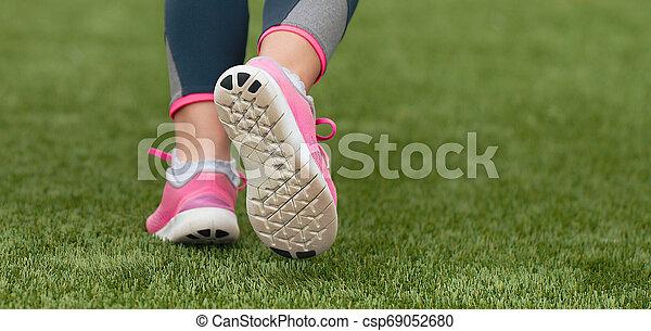 動くこと, スポーツ, 子供, 靴, 細部 - csp69052680