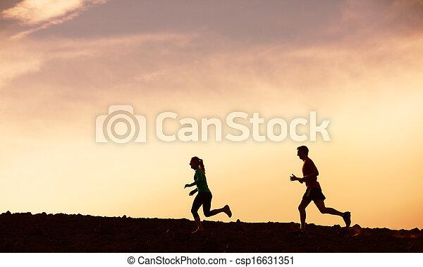 動くこと, 女, 日没, 一緒に, 人 - csp16631351