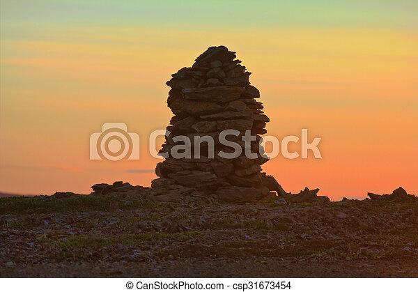 北極, 石, 作られた, ケルン, 真夜中, 日没, 日 - csp31673454