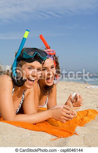 十代の若者たち, 休暇, 幸せ - csp6046144