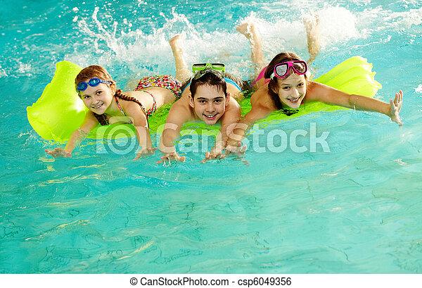 十代の若者たち, 幸せ - csp6049356