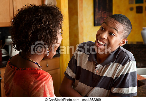 十代, 台所, 女, 笑い, african-american - csp4352369