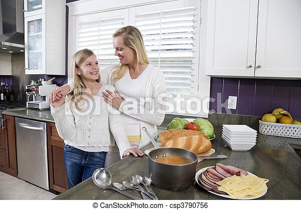 午餐, 厨房, 女儿, 做, 妈妈 - csp3790756