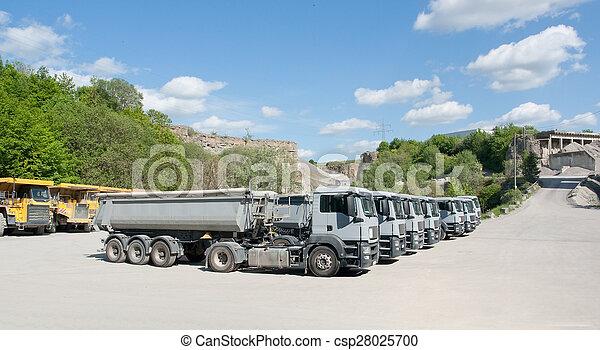 卡車, 采石場 - csp28025700