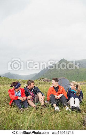 友人, 旅行, 話し, キャンプ, 一緒に - csp15915745