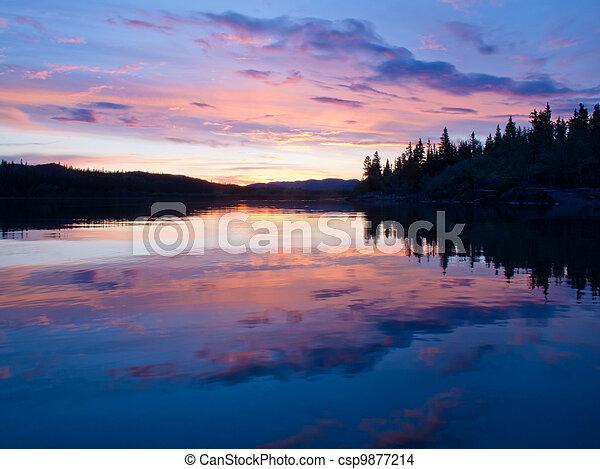 反映, 天空, 表面, 日落, 平静, 池塘 - csp9877214