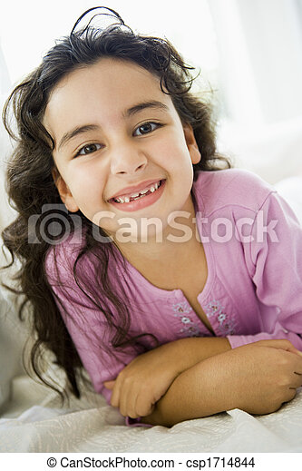反響室, (high, 若い, key), 微笑の女の子 - csp1714844