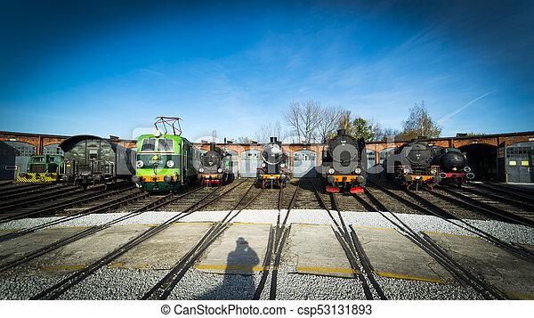 古い, 蒸気機関車 - csp53131893