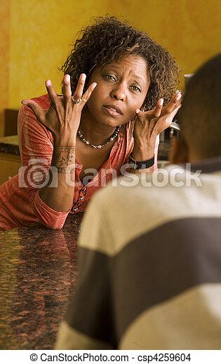 台所, マレ, 話, 女性, african-american - csp4259604