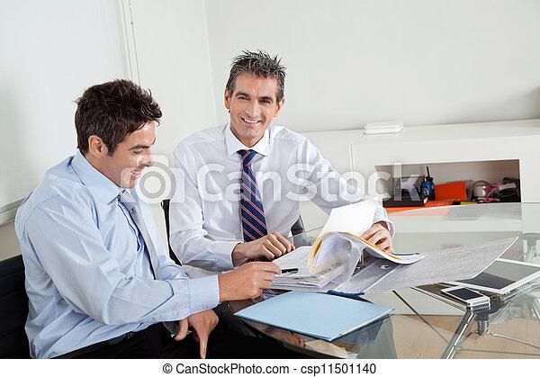同僚, ビジネスマン, ミーティング, 中間の 大人 - csp11501140