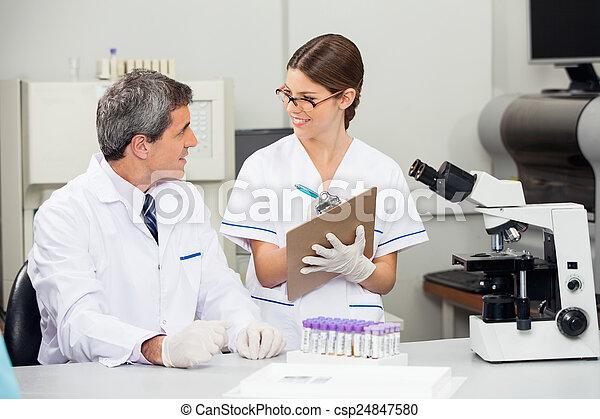 同僚, 医学, 科学者, 実験室, 仕事 - csp24847580