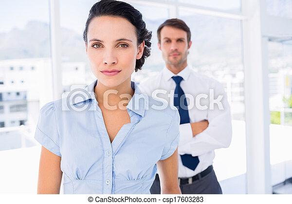 同僚, 女性実業家, マレ, 背景, 深刻 - csp17603283