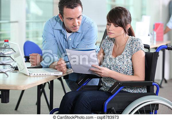 同僚, 女, 仕事, 車椅子, 若い, マレ - csp8783973