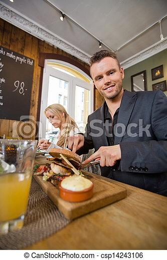同僚, 食物, coffeeshop, 持つこと, ビジネスマン - csp14243106