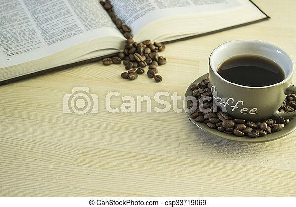 咖啡茶杯, 木制, 書, 豆, 桌子 - csp33719069