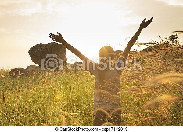 喜び, 広がる, 手, 若い, 表面仕上げ, 太陽, 女の子, インスピレーシヨン - csp17142013