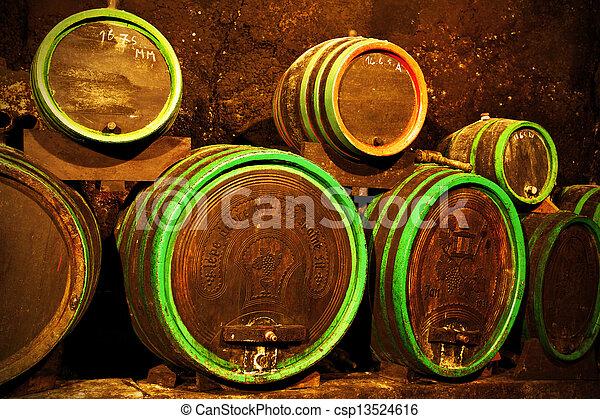 地下室, ワイン - csp13524616