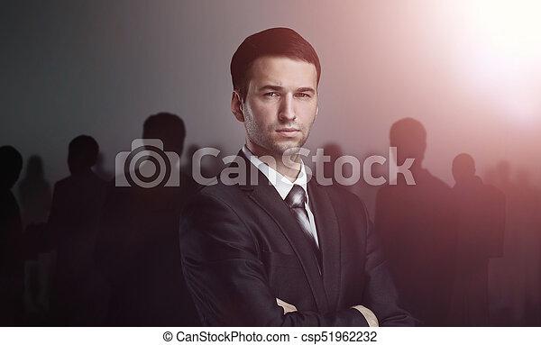 地位, ビジネス, 上に, 暗い背景, チーム - csp51962232
