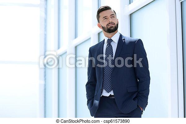 地位, 新しい, ビジネスマン, オフィス, 夢を見ること - csp61573890