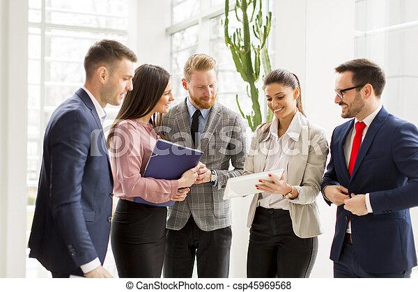 地位, 現代, グループ, businesspeople, オフィス - csp45969568