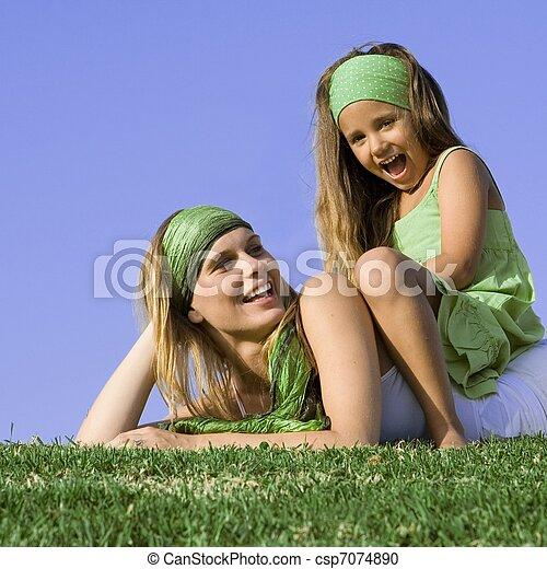 夏, 娘, 遊び, 屋外で, ママ, 幸せ - csp7074890